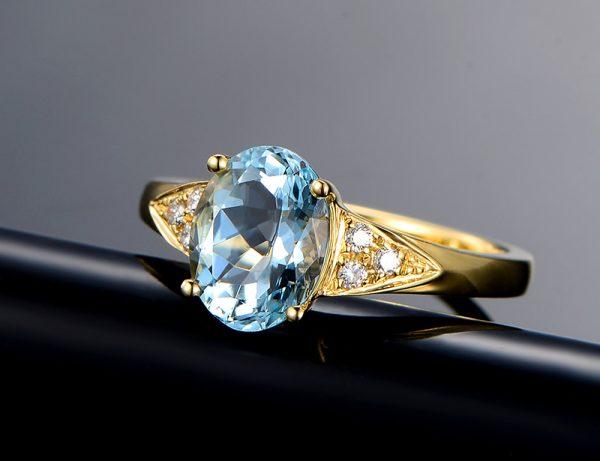 1.85ct Natural Blue Aquamarine in 18K Gold Ring
