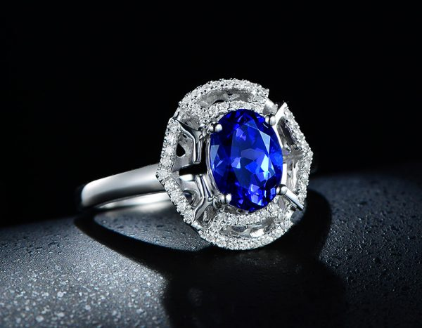 1.65ct Natural Blue Tanzanite in 18K Gold Ring