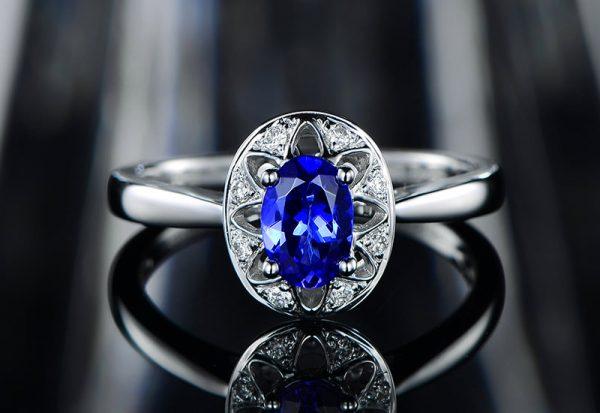 0.7ct Natural Blue Tanzanite in 18K Gold Ring