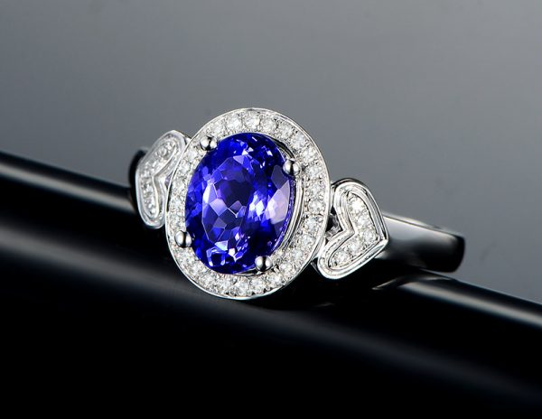 1.73ct Natural Blue Tanzanite in 18K Gold Ring