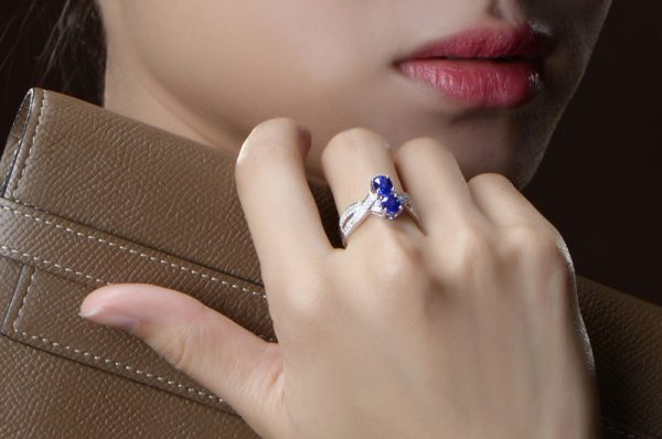 1.7ct Natural Blue Sapphire in 18K Gold Ring