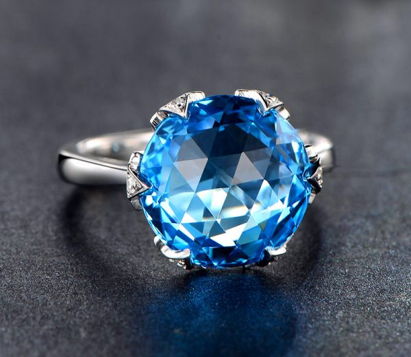 9.5ct Natural Blue Topaz in 18K Gold Ring