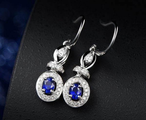 0.6ct Natural Blue Sapphire in 18K Gold Earring