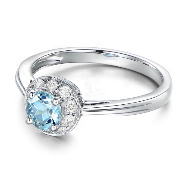 0.55ct Natural Blue Aquamarine in 18K Gold Ring