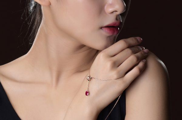 1.25ct Natural Red Tourmaline in 18K Gold Pendant