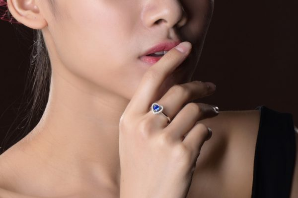 0.55ct Natural Blue Sapphire in 18K Gold Ring