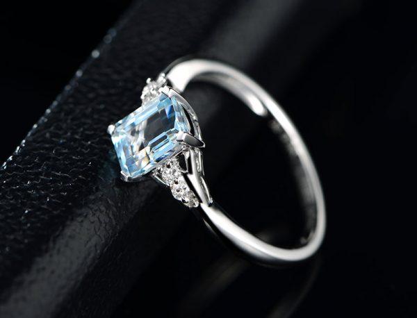 1.03ct Natural Blue Aquamarine in 18K Gold Ring