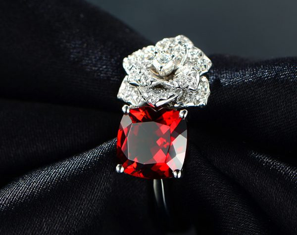 2.85ct Natural Red Garnet in 18K Gold Ring
