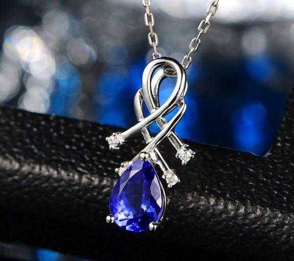 1.48ct Natural Blue Tanzanite in 18K Gold Pendant