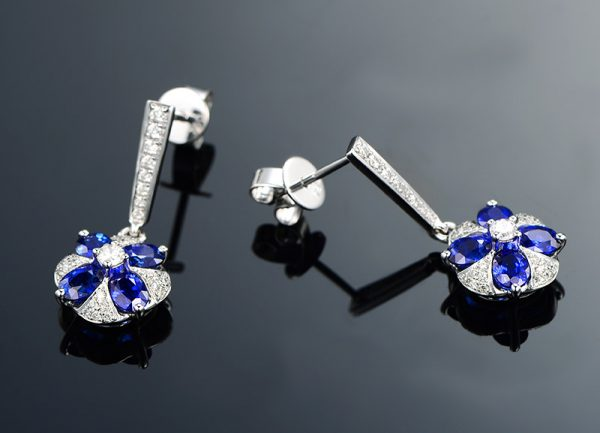 2.15ct Natural Blue Sapphire in 18K Gold Earring
