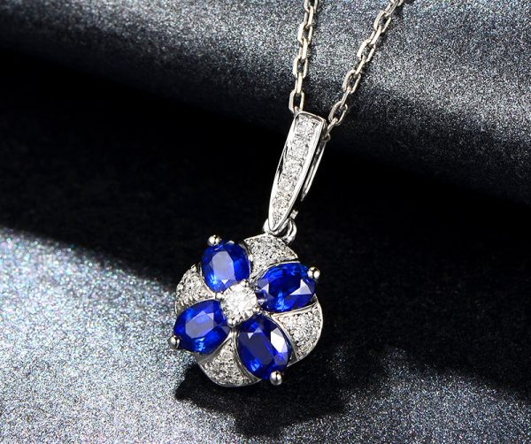 1.06ct Natural Blue Sapphire in 18K Gold Pendant