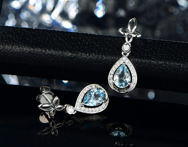 1.35ct Natural Blue Aquamarine in 18K Gold Earring