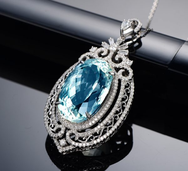 37.5ct Natural Blue Aquamarine in 18K Gold Pendant