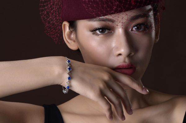 2.6ct Natural Blue Sapphire in 18K Gold Bracelet
