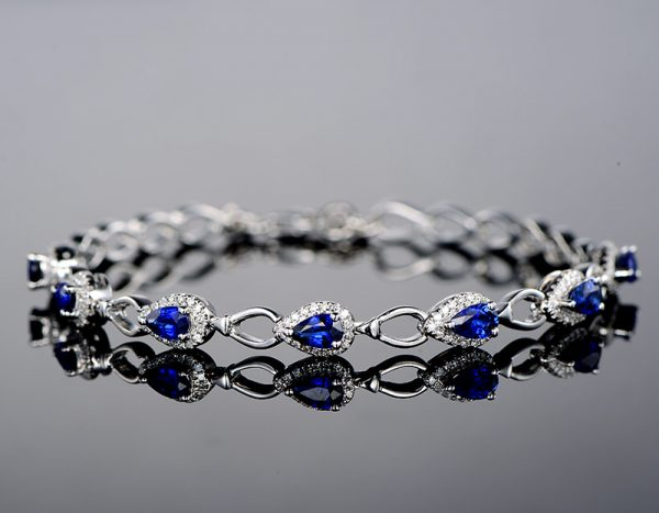 1.83ct Natural Blue Sapphire in 18K Gold Bracelet