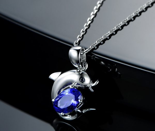 0.9ct Natural Blue Tanzanite in 18K Gold Pendant