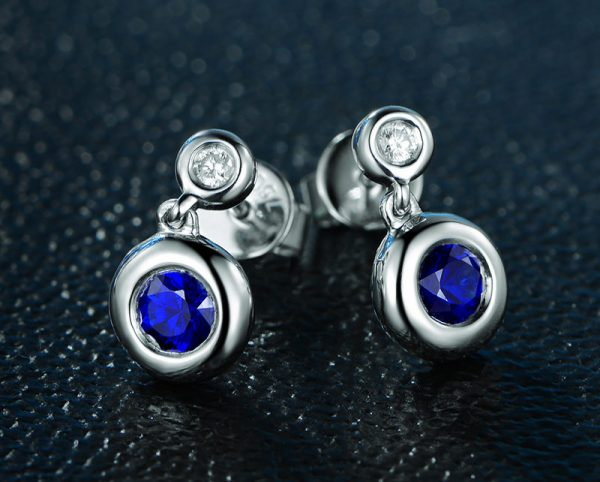 0.85ct Natural Blue Sapphire in 18K Gold Earring