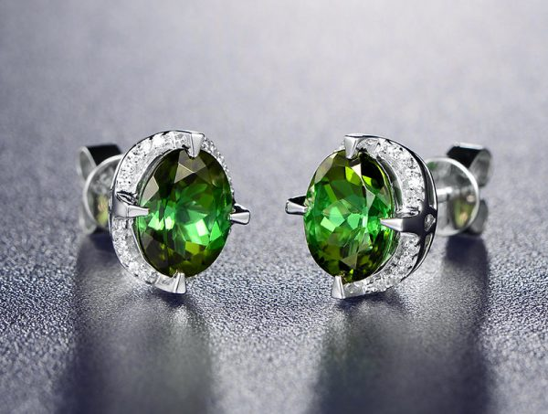 2.5ct Natural Green Tourmaline in 18K Gold Earring