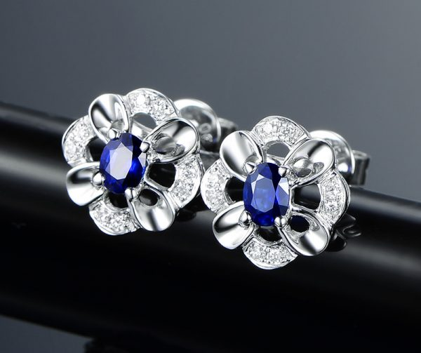 0.55ct Natural Blue Sapphire in 18K Gold Earring