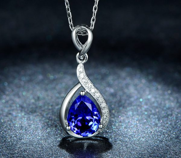1.35ct Natural Blue Tanzanite in 18K Gold Pendant