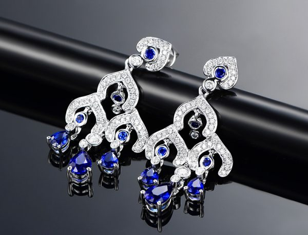 2.5ct Natural Blue Sapphire in 18K Gold Earring