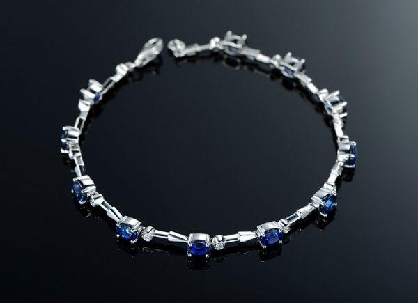 5.03ct Natural Blue Sapphire in 18K Gold Bracelet