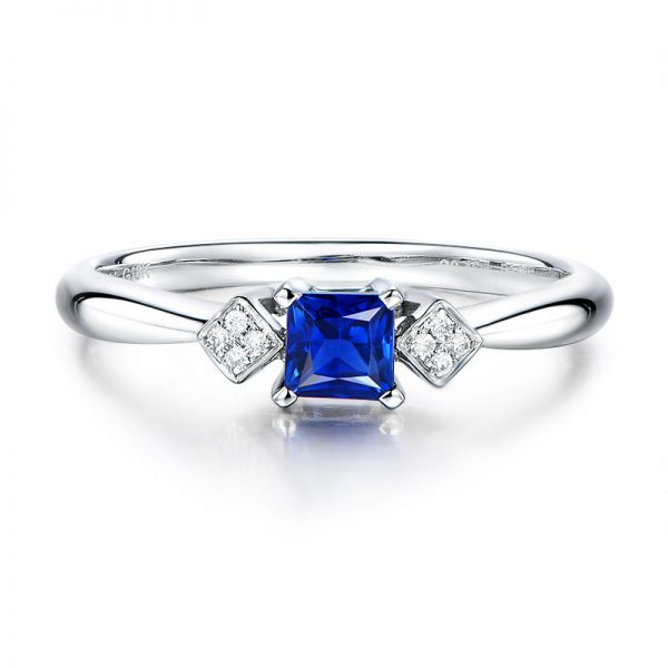 0.45ct Natural Blue Sapphire in 18K Gold Ring