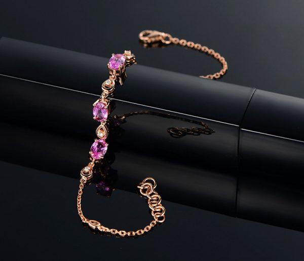1.85ct Natural Pink Sapphire in 18K Gold Bracelet