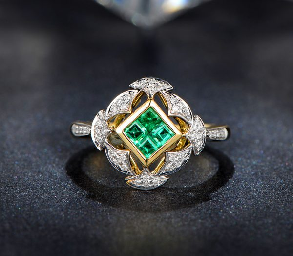 0.45ct Natural Green Emerald in 18K Gold Ring