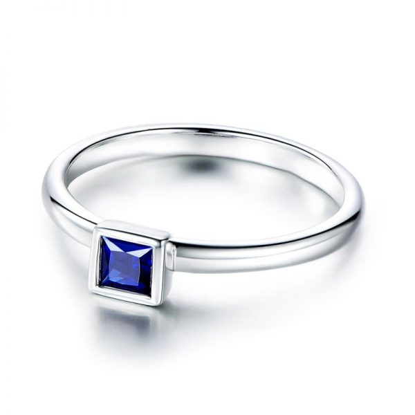 0.35ct Natural Blue Sapphire in 18K Gold Ring
