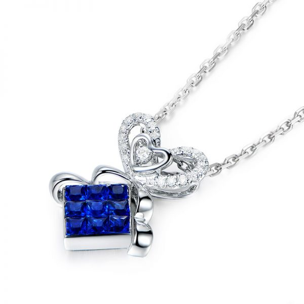 0.8ct Natural Blue Sapphire in 18K Gold Pendant