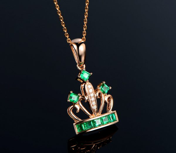 0.68ct Natural Green Emerald in 18K Gold Pendant