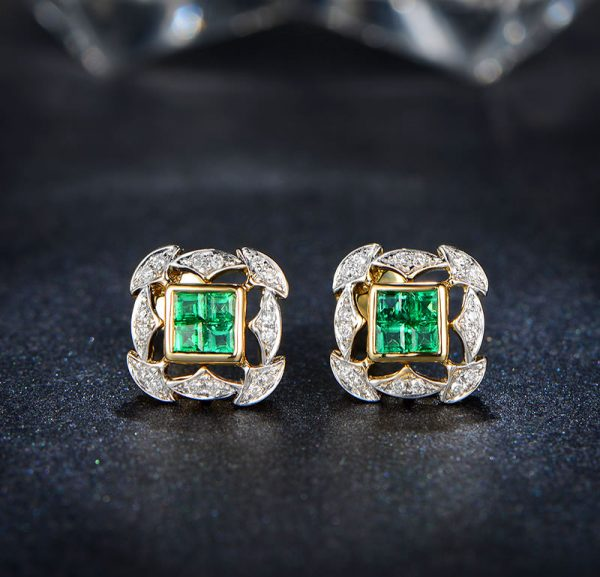 0.7ct Natural Green Emerald in 18K Gold Earring