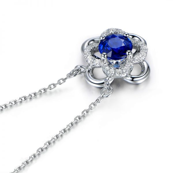0.55ct Natural Blue Sapphire in 18K Gold Pendant