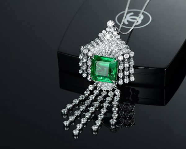 18.5ct Natural Green Emerald in 18K Gold Pendant