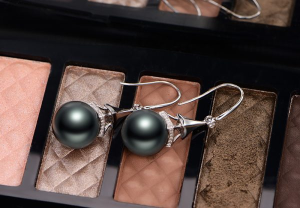 11-12mm Natural Black Pearl in 18K Gold Earring