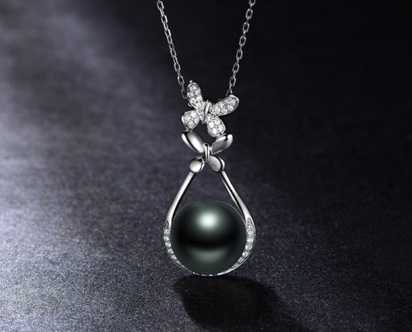 15x31.5 mm Natural Black Pearl in 18K Gold Pendant