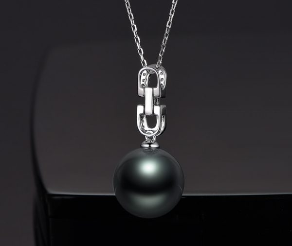 13-14 mm Natural Black Pearl in 18K Gold Pendant