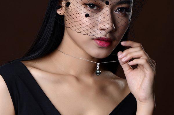 13-14 mm Natural Black Pearl in 18K Gold Pendant